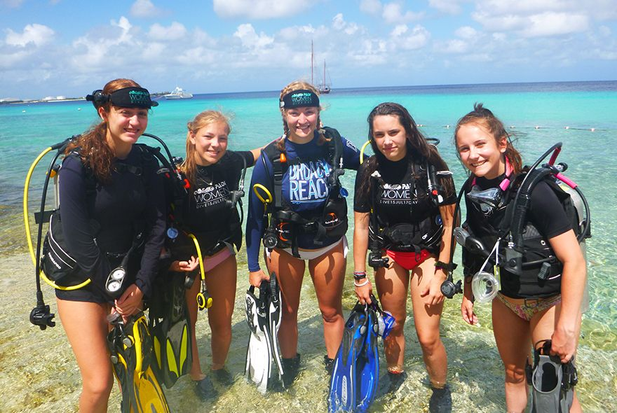 Teens ready to go shore diving in bonaire on Broadreach scuba summer camp